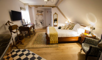 1777. Bedrooms & Breakfast at the Albion